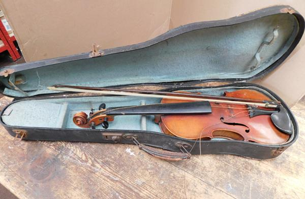 Violin & bow in case - needs attention Name inside - Giovan Paolo Maggini Brelcia 16