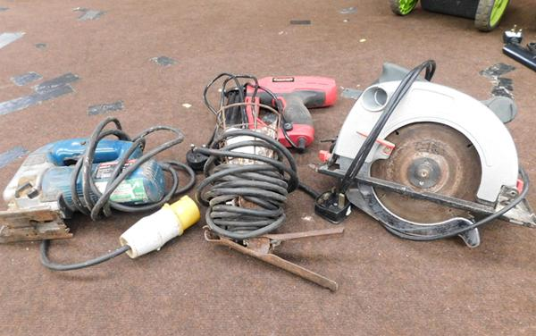 Lead lamp, skil saw, nail gun, jigsaw (110v) all w/o
