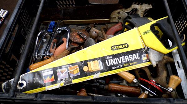 Various wood working tools inc saws, hammers, drills, brace & bits etc