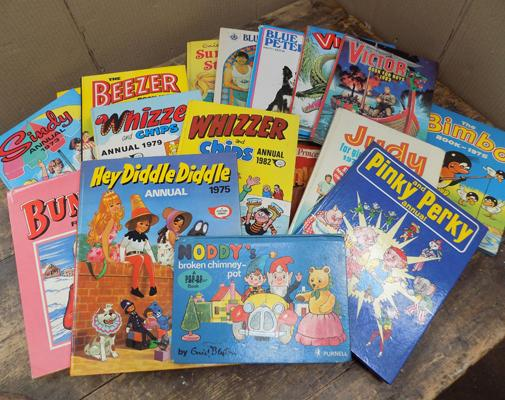 Assortment of vintage annuals