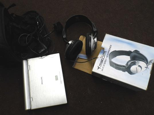 Philips DVD player w/o with accessories & Mikomi headphones
