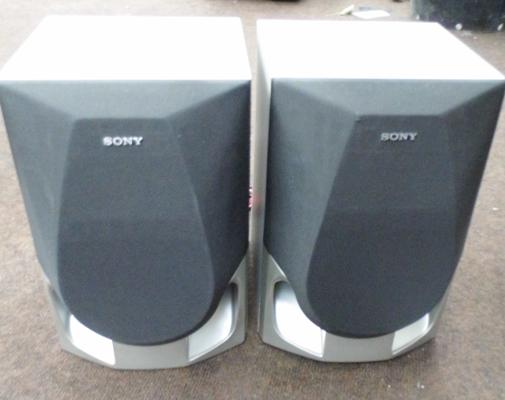 2x Sony speakers