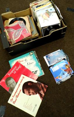"Box of vinyls, 7"", LPs & 78s"