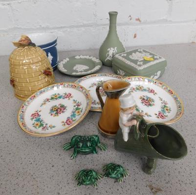 Assortment of collectable ceramics