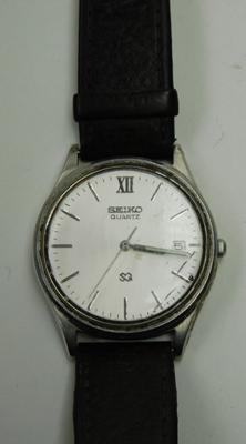 Vintage Seiko day quartz movement gents watch, needs new crystal