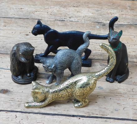Collection of 5x metal cat animals incl. 2x vintage solid bronze examples