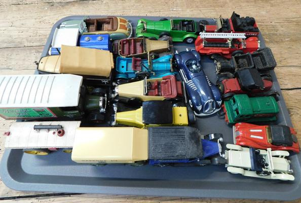 Tray of mixed diecast vehicles