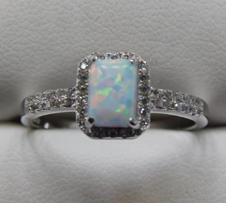 Silver and opal set ring - size s