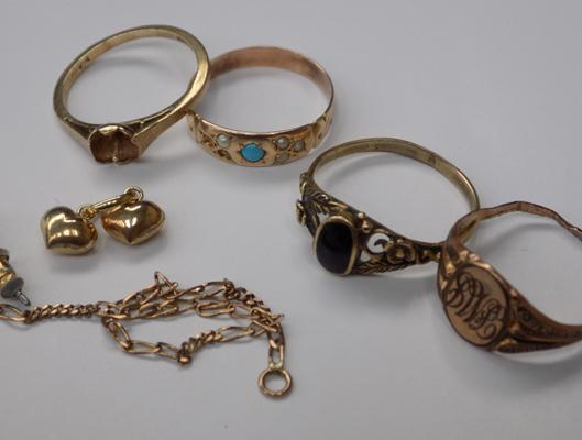 Assortment of 9ct gold and yellow metal inc rings