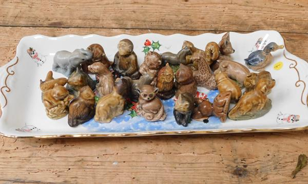 James Kent ceramic pin tray with 25 Wade Whimsie animals