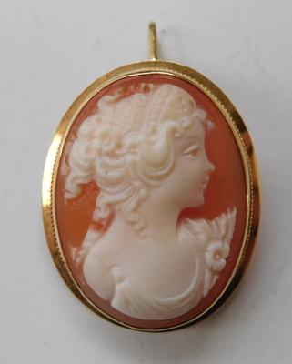 18ct Gold cameo pendant/brooch