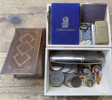 Box of coins and gents collectables incl. pin badges, Zippo lighter etc.