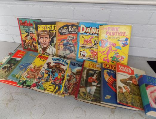 Collection of vintage annuals incl. Buffalo Bill, The Lone Ranger