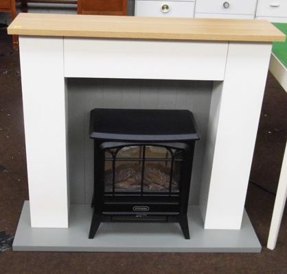 Dimplex stove style electric fire in W/O with surround