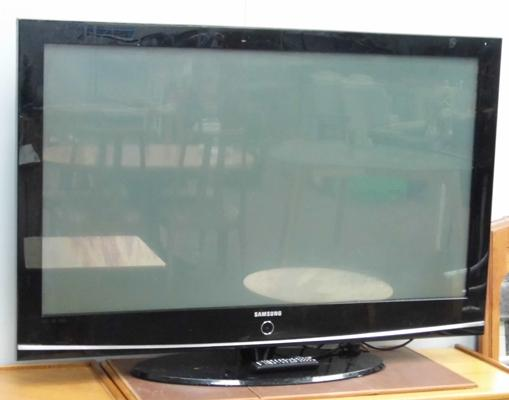Samsung 50 inch flat screen TV with remote - W/O