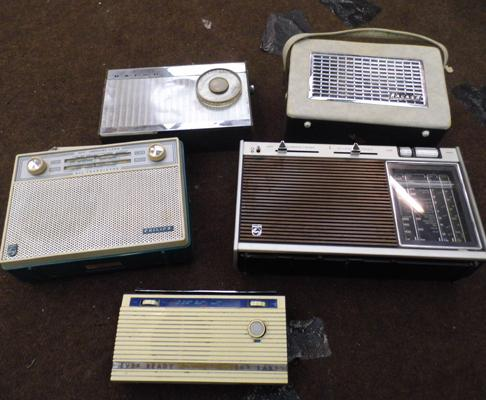 5x Vintage radios incl. Philips, Ever Ready and Baird
