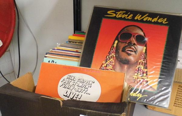 Mixed box of LPs incl. Motown and Soul
