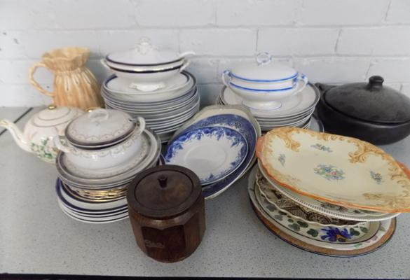 Box of vintage plates, dinner set and others