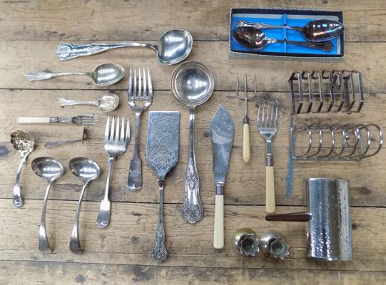 Collection of antique and vintage EPNS and silver collar serving items incl. toast racks, table brush etc.