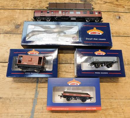 Assortment of Bachmanns inc BR MK1 brake corridor carriage + other wagons