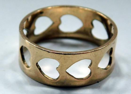 9ct Gold band ring-cut out hearts size L1/2