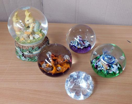 Collection of 5 vintage paperweights, 3 Caithness, 1 Regency & Swarovski