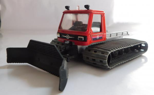 French Solido diecast Piste Basher