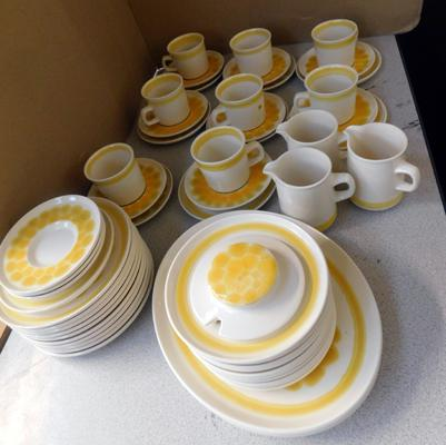 Large collection of mid-century vintage Franciscan ceramics
