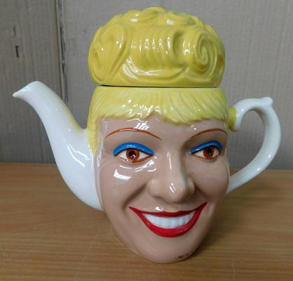 Official The Street merchandise Wade pottery Bet Lynch teapot (no damage) approx 6.5 inches