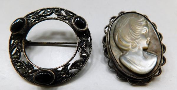 2x Vintage sterling silver brooches