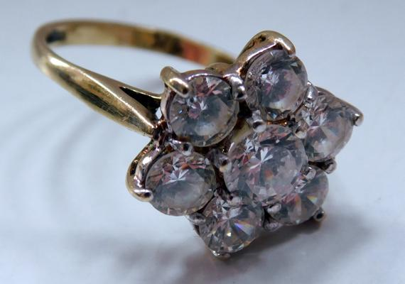 9ct Gold white stone cluster ring size O
