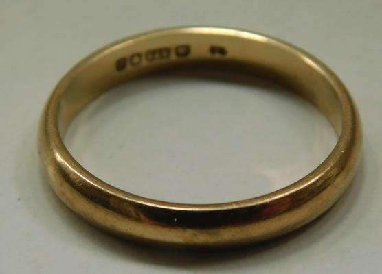 9ct Gold plain wedding ring size L
