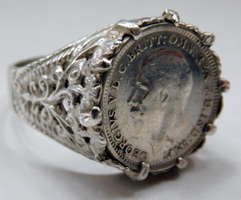 1931 Silver threepenny bit coin ring size O