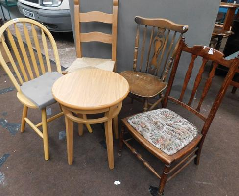 Selection of 4 mixed chairs & circular table