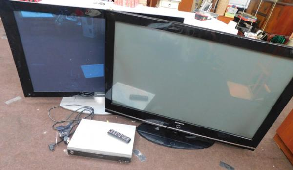 "2x TVs Pioneer 50"" & Samsung 50"" with remotes + leads-as seen"