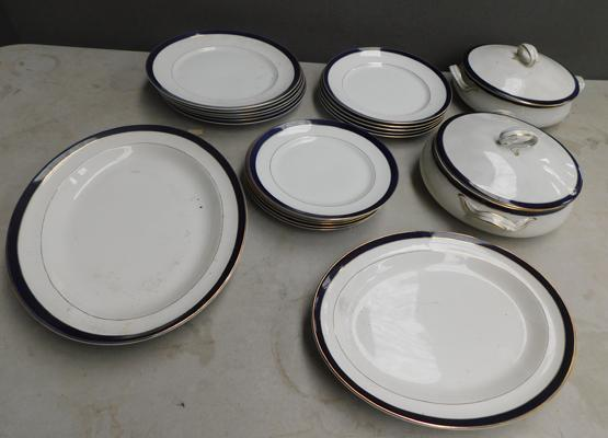 Meakin part dinner service, including plates and tureens