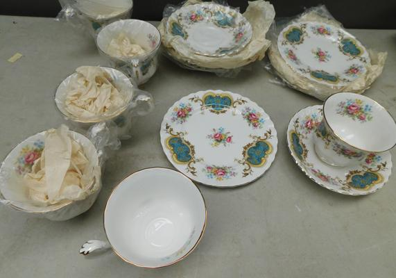 Royal Albert set, 6 cups, saucers & side plates
