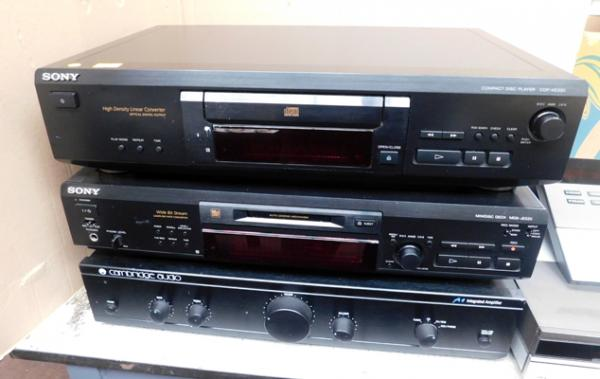 Sony mini disc and CD player and Cambridge audio amplifier in W/O