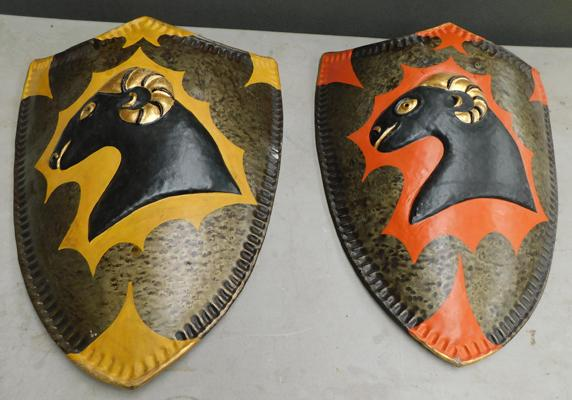 2x Vintage style metal painted shields