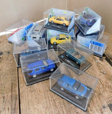 12 x 1/72 scale model vehicles