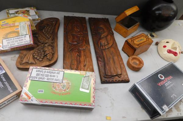 Box of treen inc cigar cases & carved plaques etc
