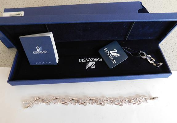 Swarovski silver plated & crystal bracelet in box with papers + additional link