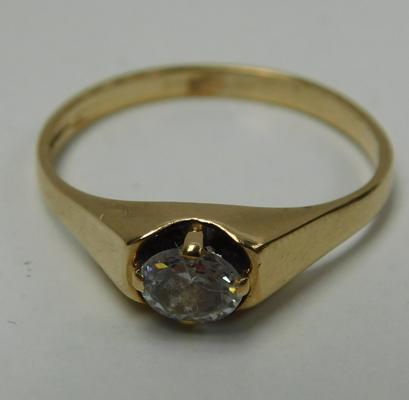 9ct Gold white stone solitaire ring size N1/2