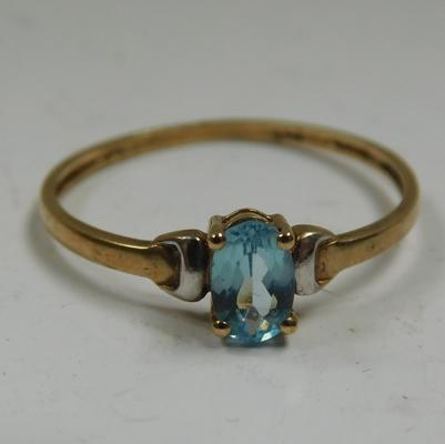 9ct gold blue topaz ring, size P 1/2