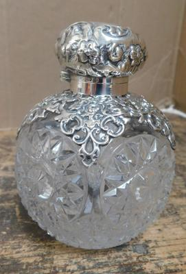 Edwardian cut glass silver scent bottle with original stopper