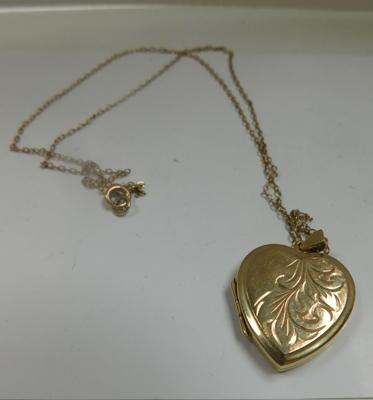 9ct gold heart shaped locket & chain