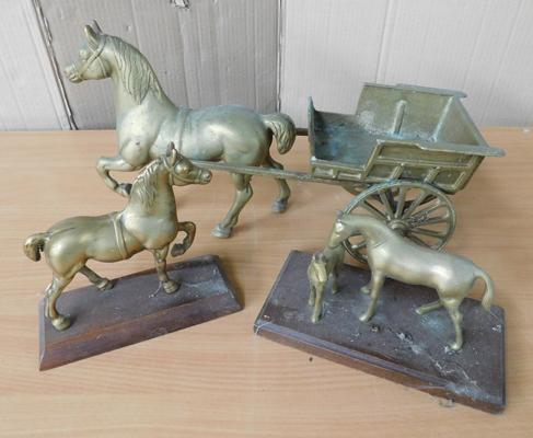 Large brass horse & trap + 2 mounted brass horses