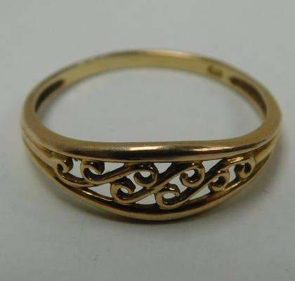 9ct Gold ring, scroll design size L1/2