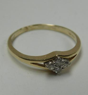 9ct Gold diamond cluster ring size L1/4