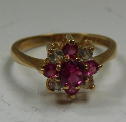 9ct gold cluster ring, size O